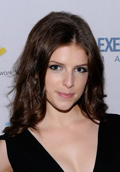 Anna Kendrick Medium Curls
