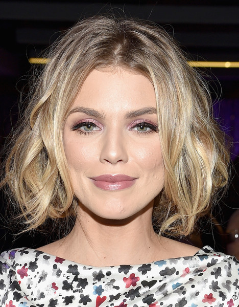 AnnaLynne McCord Bright Eyeshadow