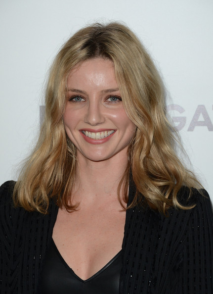 Annabelle Wallis Clothes