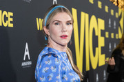 Lily Rabe sported a center-parted ponytail with a blue velvet headband at the premiere of 'Vice.'