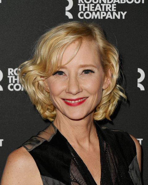Anne Heche Curled Out Bob [hair,blond,face,hairstyle,eyebrow,chin,lip,smile,layered hair,feathered hair,anne heche,red carpet,reading,new york city,studio 54,twentieth century benefit concert,twentieth century benefit concert reading]