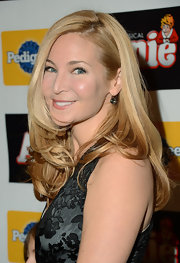 Jennifer Westfeldt sported wavy ends and a side part when she attended the Broadway opening of 'Annie.'
