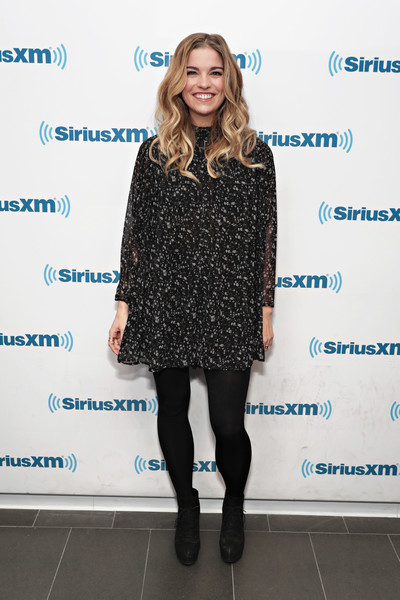 Annie Murphy Lace Up Boots [the new season,clothing,tights,dress,fashion,footwear,fashion model,cocktail dress,leggings,leg,little black dress,ron bennington,actors,eugene levy,annie murphy,catherine ohara,schitts creek,new york city,siriusxm studios,siriusxm ``unmasked event]