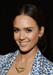 Jessica Alba brightened up her beauty look with a some blue eyeshadow.