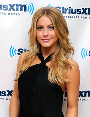 Julianne Hough chose soft waves with a center part for her fun and flirty look at the SiriusXM radio studios.