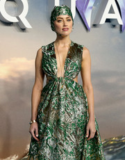 Amber Heard paired a gold bracelet with a gorgeous brocade gown for the world premiere of 'Aquaman.'