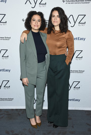 Abbi Jacobson paired her top with green wide-leg trousers.