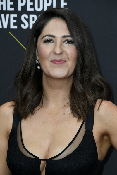 D'Arcy Carden Medium Wavy Cut [hair,face,eyebrow,hairstyle,black hair,chin,beauty,cheek,chest,lip,darcy carden,peoples choice awards,santa monica,california,barker hangar,e]