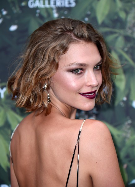 Arizona Muse Short Wavy Cut [hair,face,blond,hairstyle,beauty,lady,lip,brown hair,eyebrow,long hair,arrivals,arizona muse,london,england,the serpentine gallery,serpentine summer party]