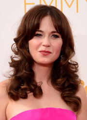 Zooey Deschanel looked super-cute with her bouncy curls and center-parted bangs at the Emmys.