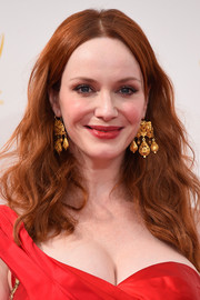 Christina Hendricks amped up the diva-esque vibe with a pair of gold chandelier earrings by Neil Lane.