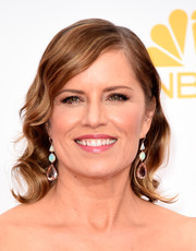 Kim Dickens wore a vintage-chic wavy hairstyle when she attended the Emmys.