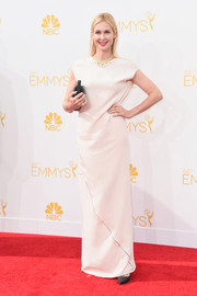 Kelly Rutherford opted for a simple white column dress for her Emmys red carpet look.