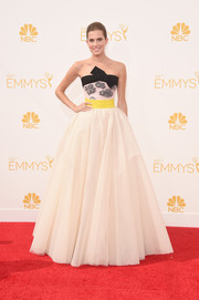 Allison Williams' Giambattista Valli Couture strapless gown at the Emmys was a perfect blend of fun and glamour with its bow-adorned neckline, yellow sash, and voluminous skirt.