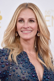 Julia Roberts added an extra dose of sparkle via a pair of Irene Neuwirth dangling gemstone earrings.
