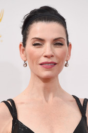 Julianna Margulies accessorized with a pair of simple yet stunning dangling diamond earrings by FD Gallery.