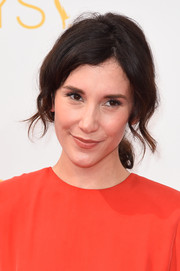 Sibel Kekilli deglammed on the Emmys red carpet with this messy ponytail.