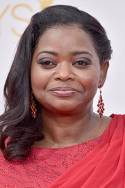 Octavia Spencer wore her hair with curly ends and one side slicked back during the Emmys.