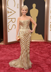 Kristin Chenoweth shimmered in a golden strapless Roberto Cavalli gown at the 2014 Academy Awards.