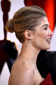 Rosamund Pike sported a classic-with-an-edge undercut bun during the Oscars.