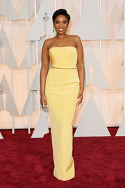Jennifer Hudson looked very chic at the Oscars in a Romona Keveza strapless column dress that was minimalist in style yet vibrant in color.