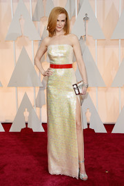 Nicole Kidman looked absolutely dazzling at the Oscars in a sequined yellow Louis Vuitton strapless gown with a contrasting red belt and a sexy thigh-high slit.