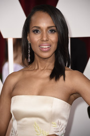 Kerry Washington went for a simple yet elegant straight side-parted hairstyle when she attended the Oscars.