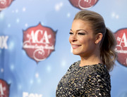 LeAnn Rimes wore her hair in a glamorous ponytail at the American Country Awards.
