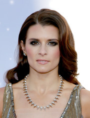 Danica Patrick looked breathtaking with this retro hairstyle at the American Country Awards.