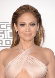 Jennifer Lopez went for a smoldering beauty look with lots of metallic gold eyeshadow.