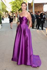 Bridget Moynahan looked heavenly at the CFDA Fashion Awards wearing a Lela Rose strapless gown in a gorgeous purple hue.