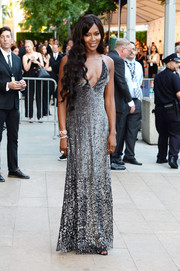 Naomi Campbell gave us an eyeful of sparkle (and skin) in a low-cut, beaded pewter gown by Marc Jacobs during the CFDA Fashion Awards.