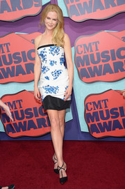 Nicole Kidman flaunted her svelte physique in a flower-embellished strapless dress by Giambattista Valli Couture at the CMT Music Awards.