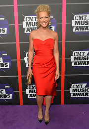 Kimberly Schlapman opted for a vibrant red dress featured a cool ruffle on the back.