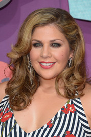 Hillary Scott looked very feminine with her curly hairstyle at the CMT Music Awards.