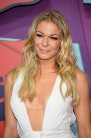 LeAnn Rimes opted for beachy waves with a center part when she attended the CMT Music Awards.