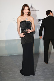 Carla Bruni-Sarkozy looked downright elegant at the Cinema Against AIDS Gala in a black Maxime Simoëns strapless dress with a pearl-studded bodice.