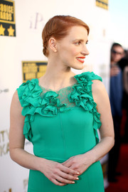 Jessica Chastain paired her ruffle gown with metallic gold mani when she attended the Critics' Choice Awards.