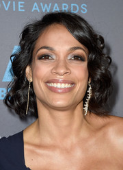 Rosario Dawson wore her hair in shiny curls at the Critics' Choice Movie Awards.