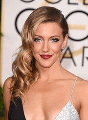 Katie Cassidy looked super glam wearing this gorgeous side sweep at the Golden Globes.