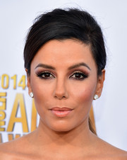 Eva Longoria highlighted her eyes with a bold application of neutral shadow for the NCLR ALMA Awards.