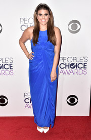 Molly Tarlov posed on the People's Choice Awards red carpet wearing a knot-detailed gown in a bright royal-blue shade.