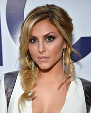 Cassie Scerbo looked oh-so-charming with her loose fishtail braid at the People's Choice Awards.