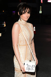 Ashley Rickards made a sassy statement with her white bucket bag at the People's Choice Awards.