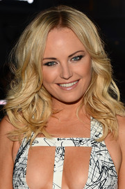 Malin Akerman attended the People's Choice Awards wearing her hair in sexy feathered waves.
