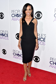 Shaun Robinson paired her dress with classic silver T-strap sandals.
