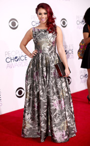 Jillian Rose Reed complemented her dress with a large black box clutch by Like Dreams.