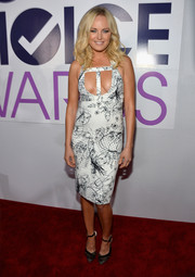 Malin Akerman looked dangerously sexy at the People's Choice Awards in a Cushnie et Ochs print dress with cleavage-baring cutouts.