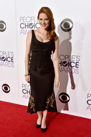 Sarah Drew was a vintage beauty at the People's Choice Awards in a black Chagoury corset dress with gold accents on the hem.
