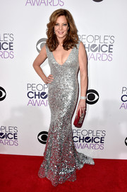 Allison Janney added an extra dose of sparkly glamour with a bejeweled red clutch.